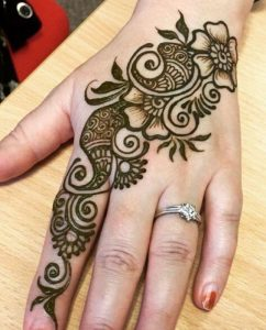 latest simple mehndi designs